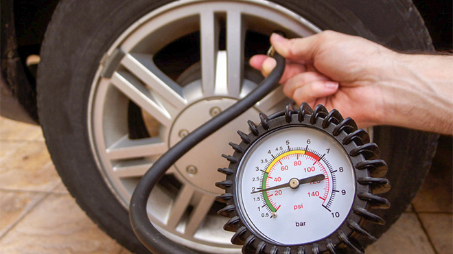 Bơm lốp xe đủ căng