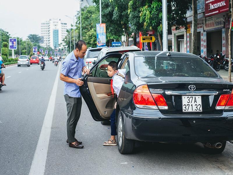 Di chuyển bằng xe ô tô trong thành phố